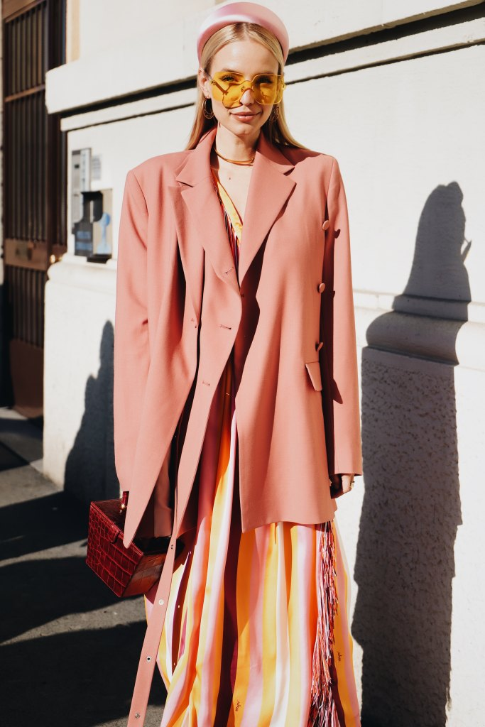 Fashion Influencer dressed in oversized pink blazer